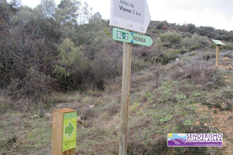 El sendero de subida a las Tetas de Viana está correctamente señalizado en todo momento
