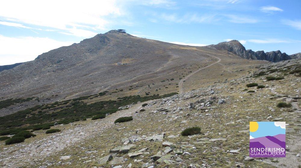 Cima del Pico del Lobo visto desde el último collado