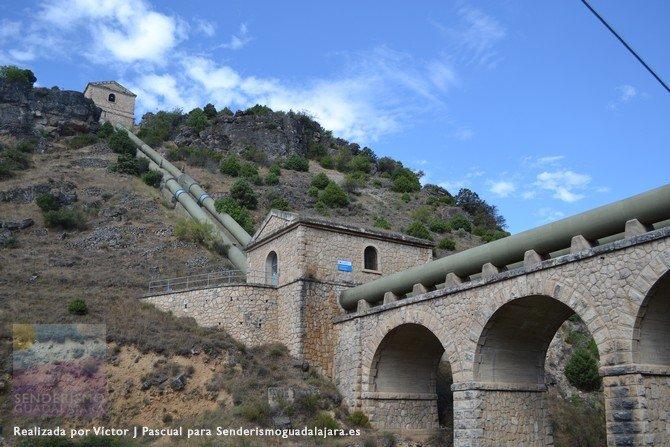 Tuberías del Canal de Isabel II que llevan agua desde Guadalajara hasta Madrid