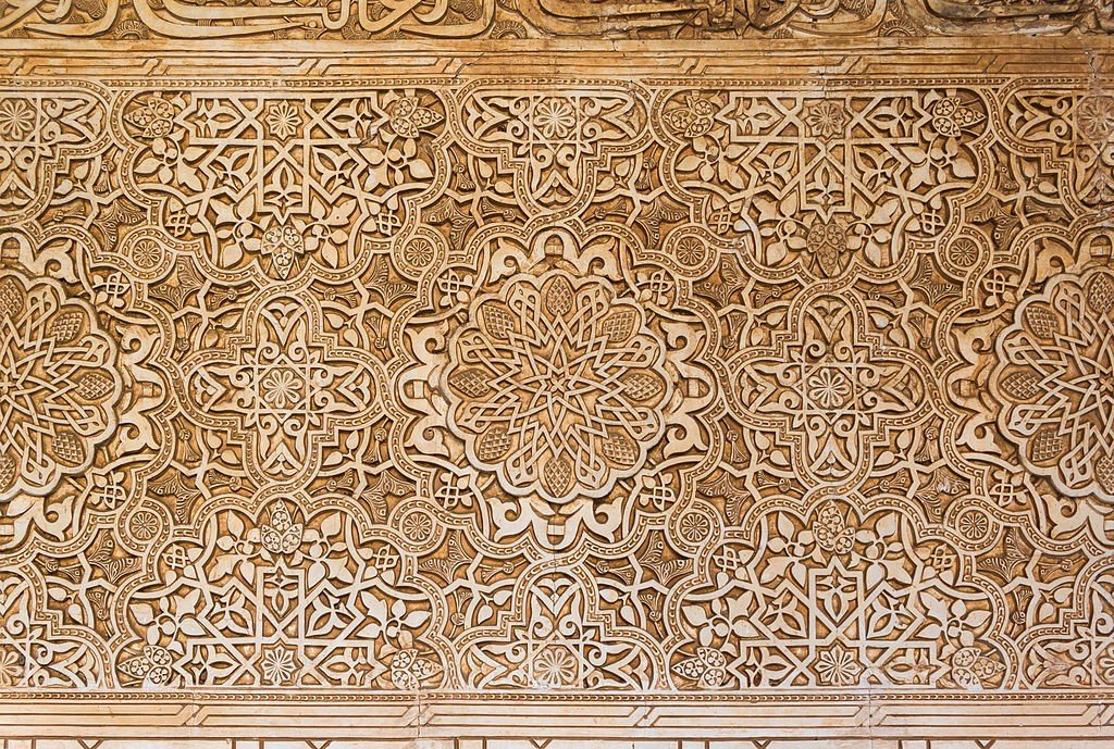 1024px-Detail_arabesque_Alhambra_Granada_Spain