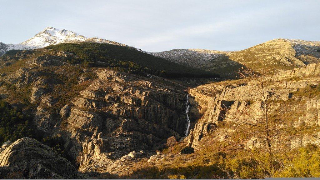 Panorámica del Pico Ocejón y de las Chorreras de Despeñalagua visto desde el Camino al Ocejón