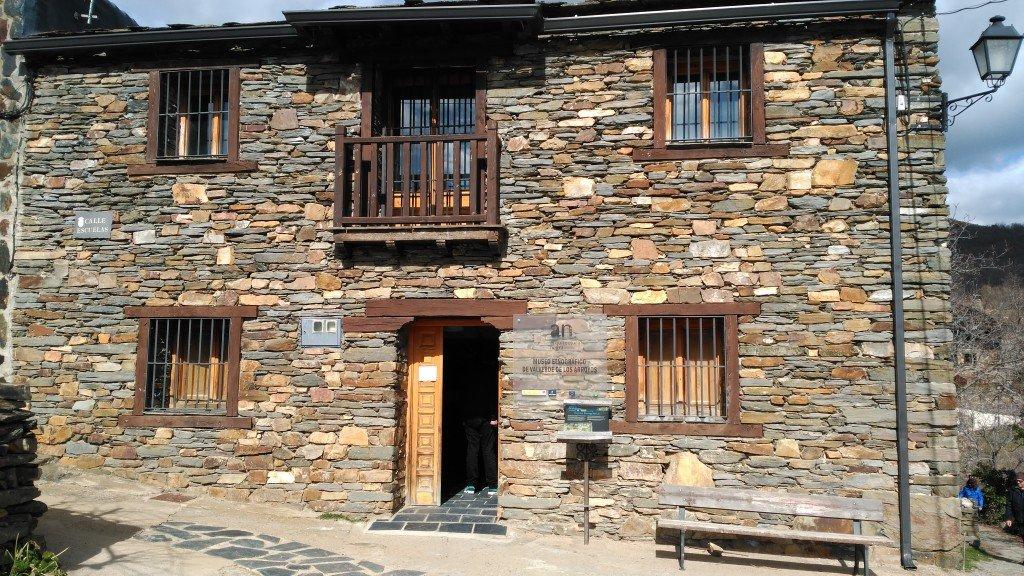 Fachada del Museo Etnográfico de Valverde de los Arroyos